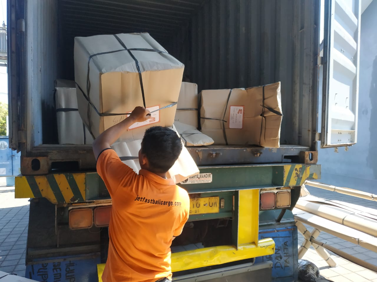 Commercial Goods Shipping Bali To Australia