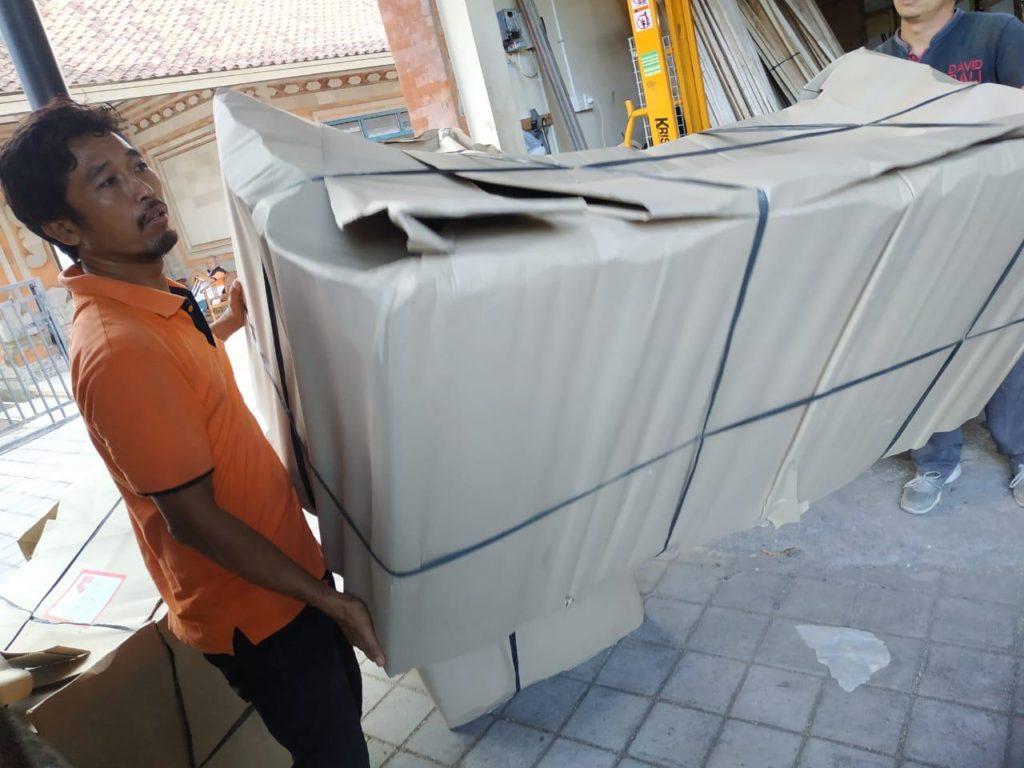 loading removals to australia